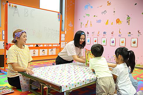 先生から教わる子供たち